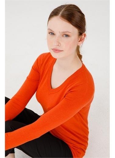 Desen Triko Kadın Sımlı Basıc V Yaka Bluz Kemık Oranj